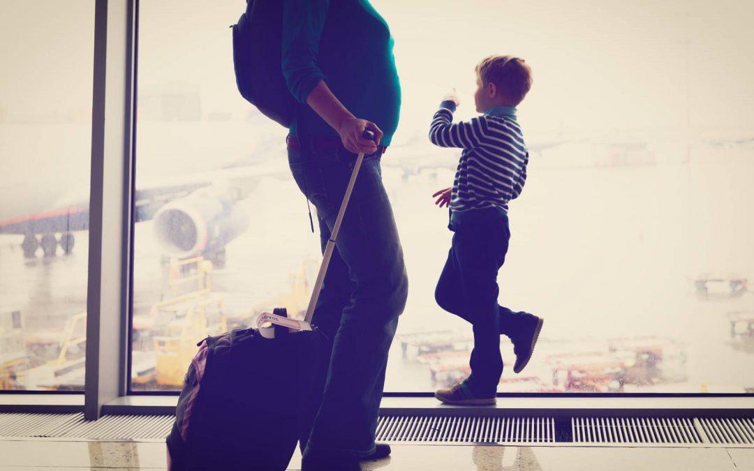 ¿Es perjudicial pasar por el arco detector de metales si estoy embarazada?